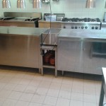 RVS bijzettafeltje tussen 2 keukenwerkbanken 150x150 Consumer